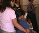אמא ובת אולם התפילה של הנשים יום כיפור קטן תשע